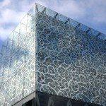 H επιστροφή της δαντελωτής αρχιτεκτονικής